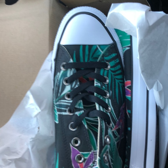 2995d274a1b7 Converse Chuck Taylor AllStar Canvas Shoes sz 11